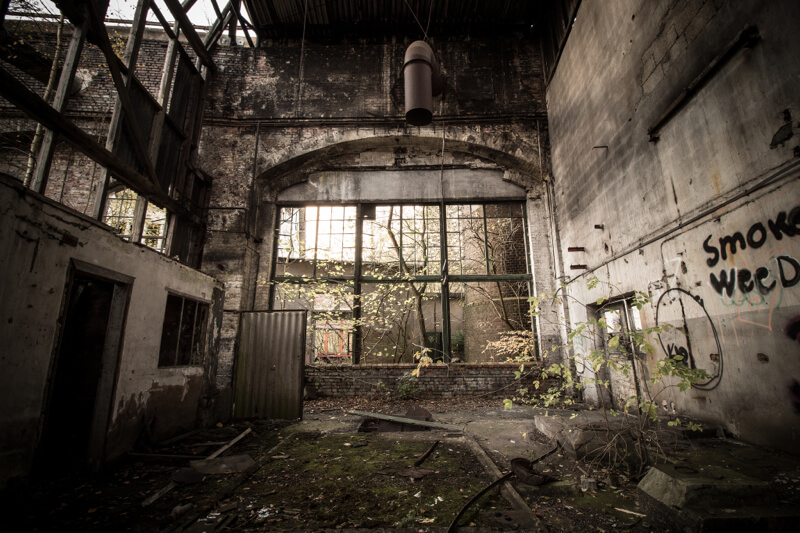 30 striking photos showing the beauty of urban decay