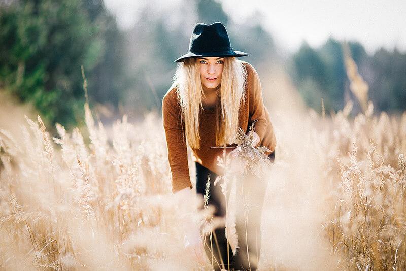 woman portrait in field