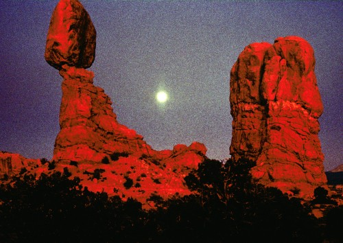 Balanced-Rock---Moonrise-copy