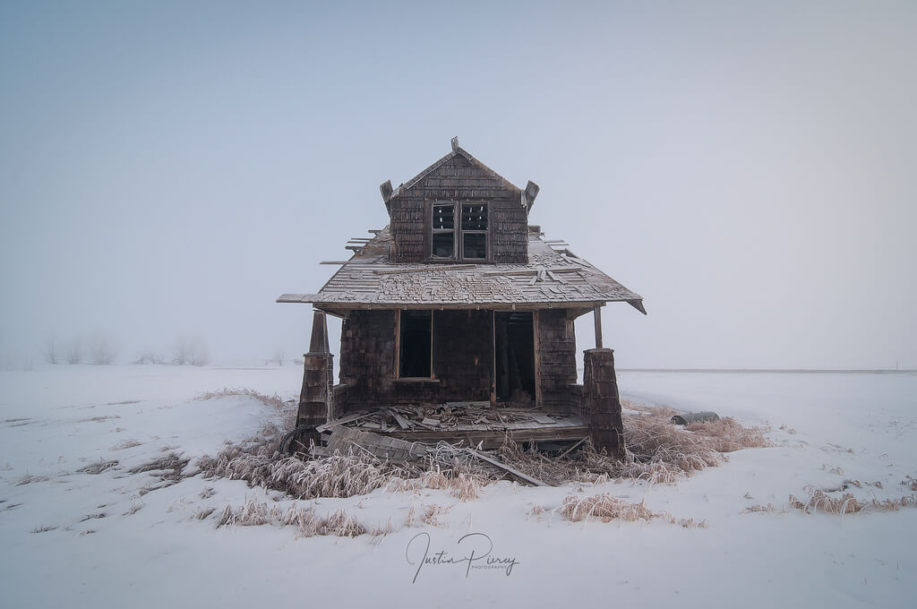 abandoned house winter