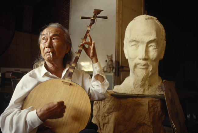 Diệp Minh Châu, Ho Chi Minh's personal sculptor, lived with him for years in the forest