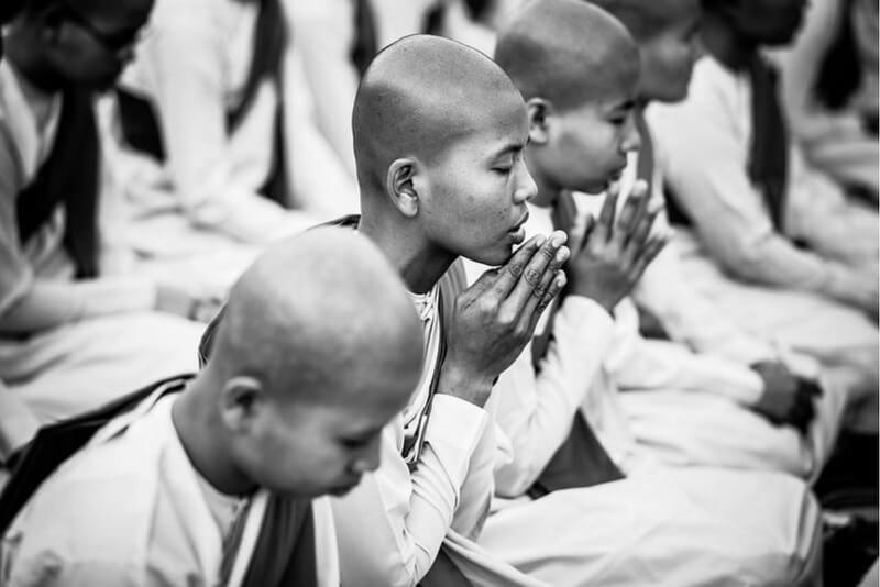 Myanmar - .nuns prayers.