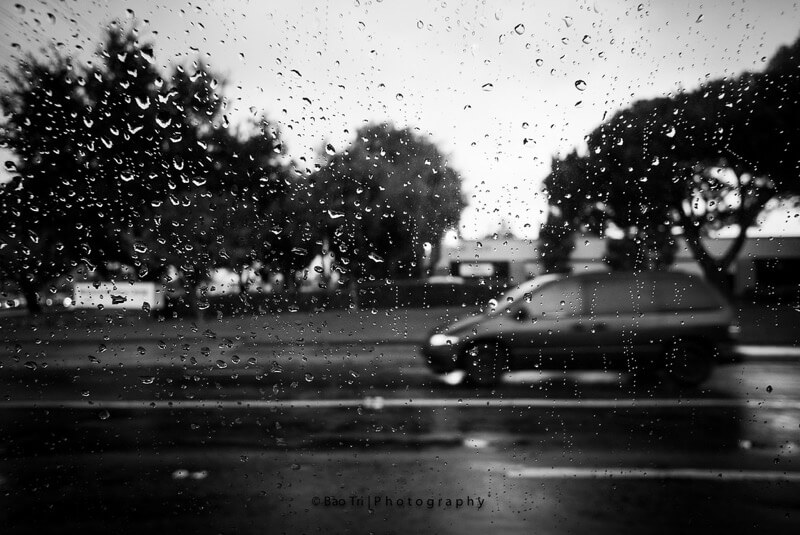 Tri Nguyen - Rain drop on window glass