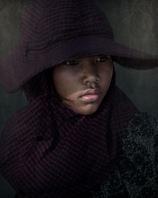 woman with wide hat