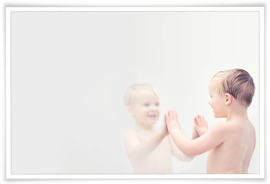 portrait photography tips with little boy mirror