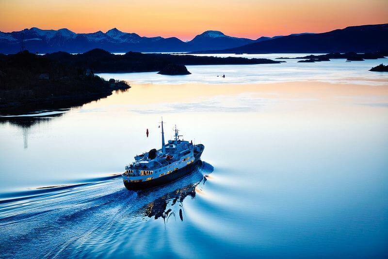 Roderick Eime - Hurtigruten Lofoten leaves Raftsund