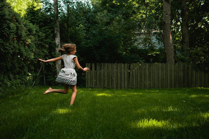 Elisa Elliot spinning