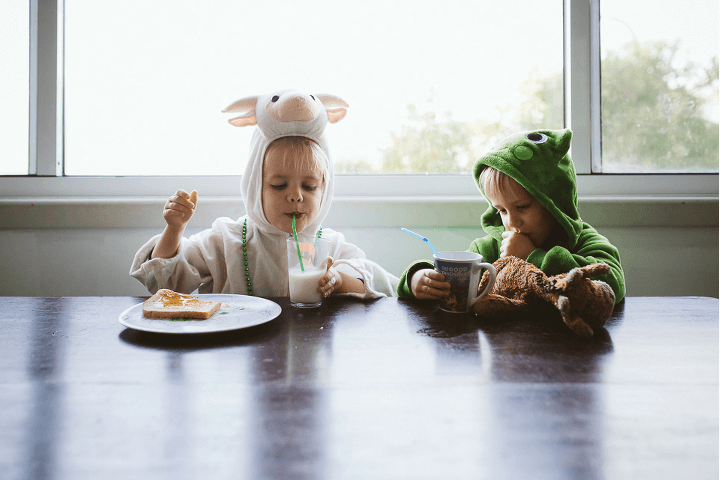 Jenny Rusby children eating breakfast