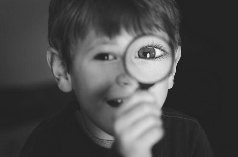 Laurens Kaldeway magnifying glass