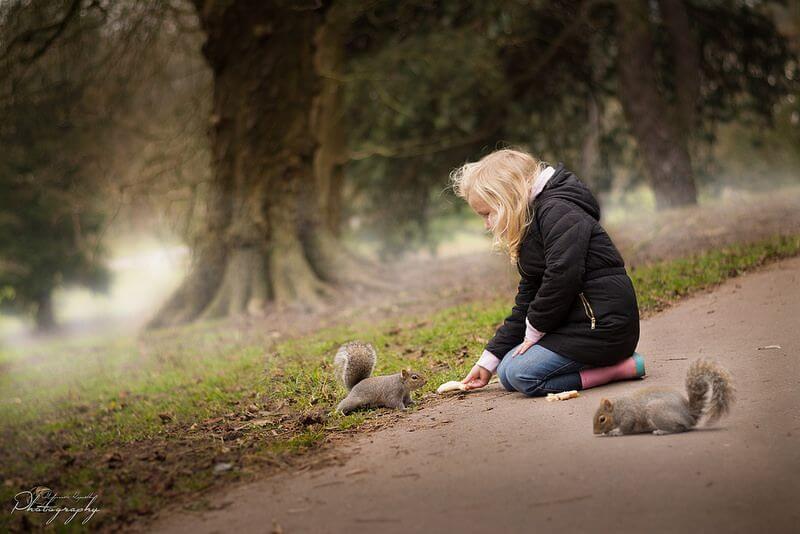 Malgorzata Kapustka feeding squirrels