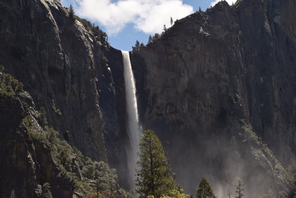 Екатериниа Владинакова - Waterfall at Yosemite National Park