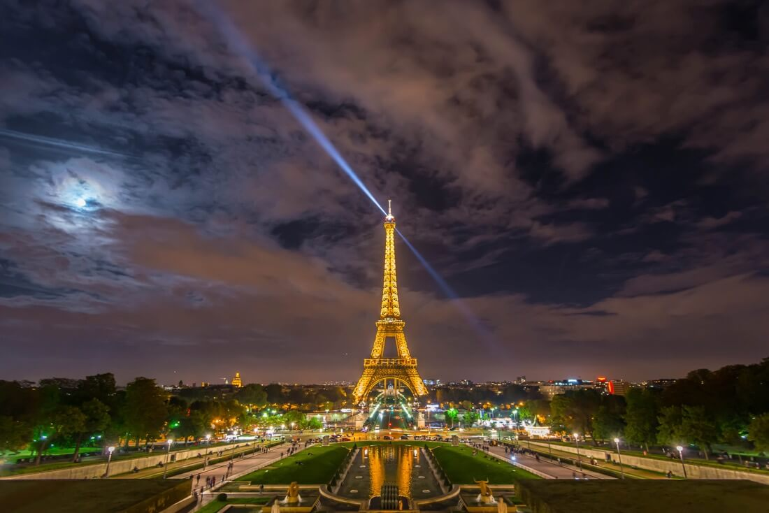 Daxis - Paris - Eiffel Tower and moon