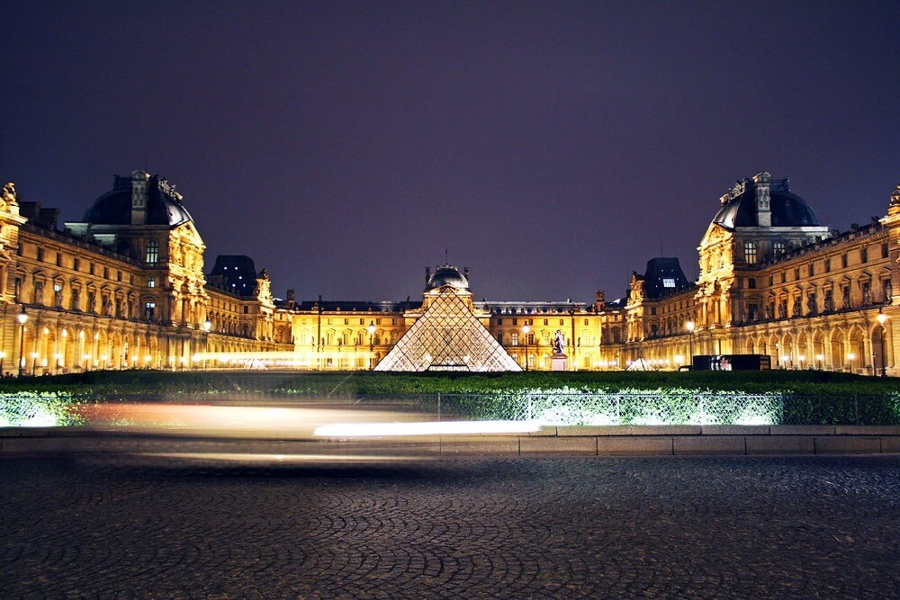 Dimitry B. - Pyramide du Louvre