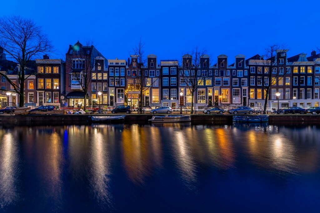 Enrique EKOGA Amsterdam at night