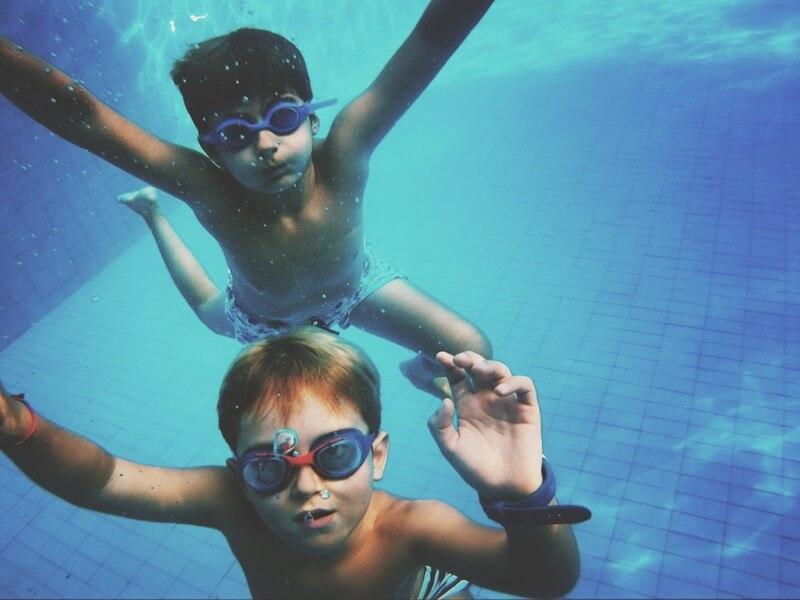 Carlos Navarro kids underwater