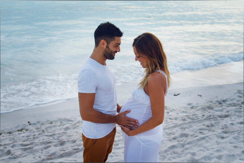 beach portrait pregnancy