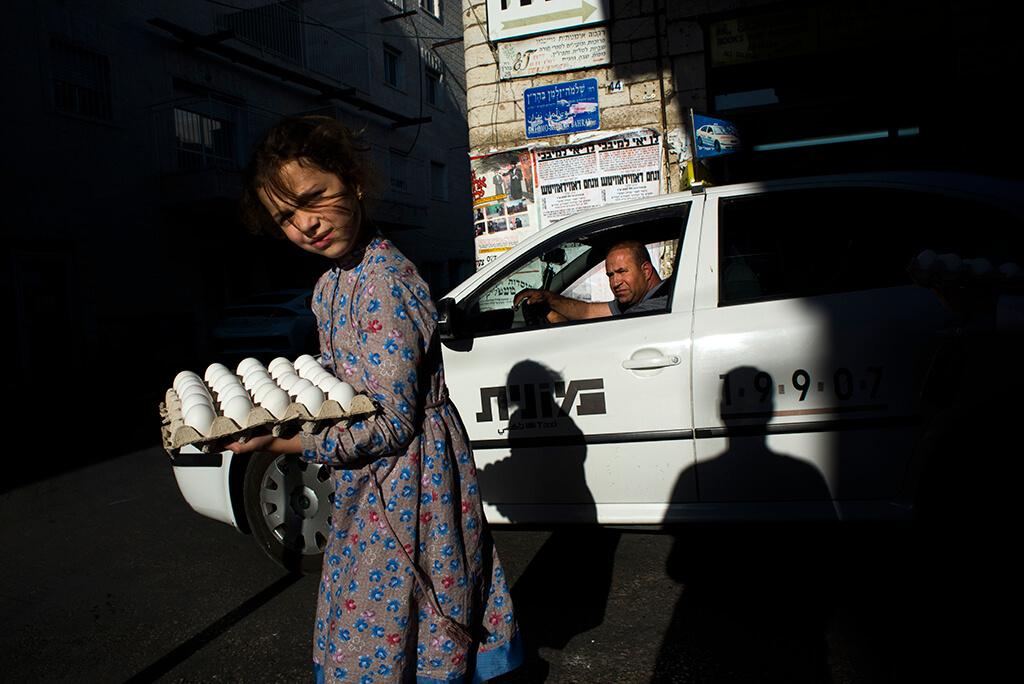 ilan Ben yehuda girl holding eggs