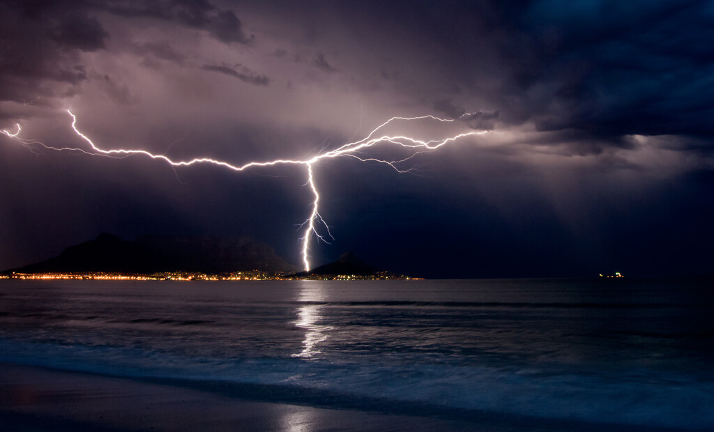 Warren Tyrer - Lightning over Cape Town