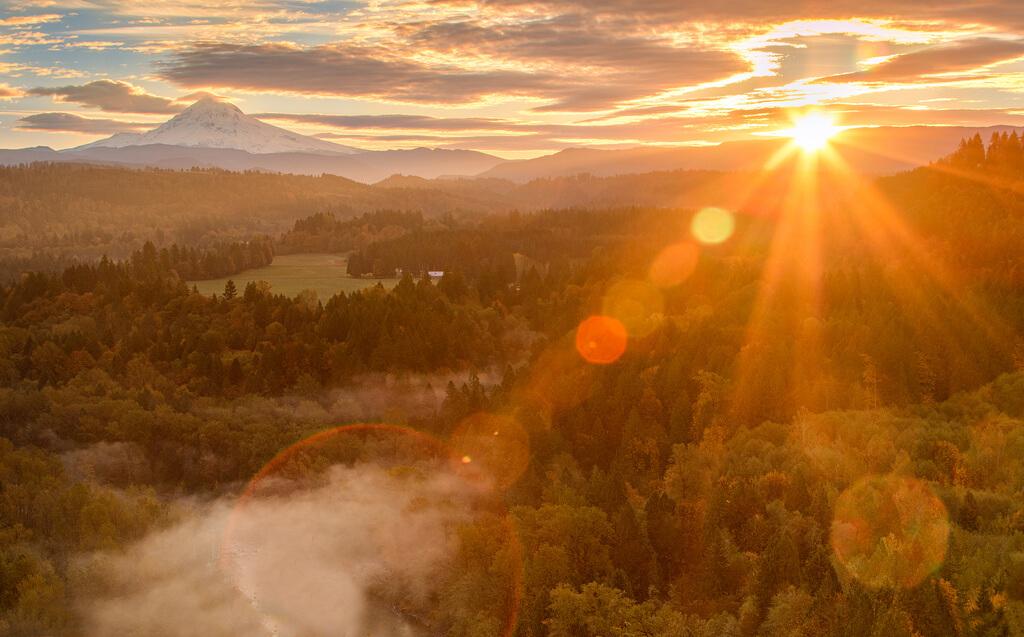 ilirjan rrumbullaku - Sun Rises Over Mt. Hood