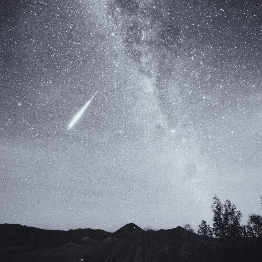 Shirren Lim - aquarid meteor over mount bromo