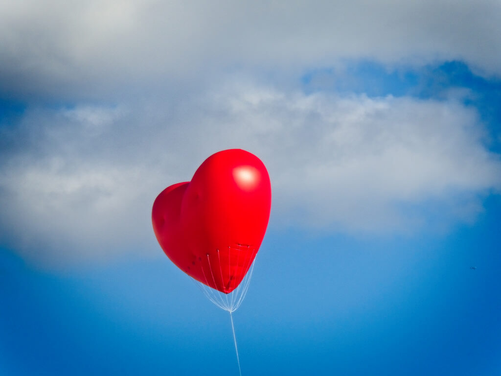 Garry Knight - red heart balloon