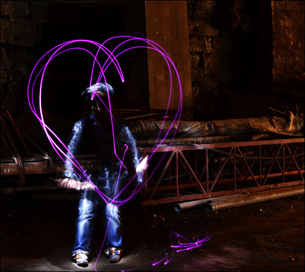 Nykaule - heart light painting