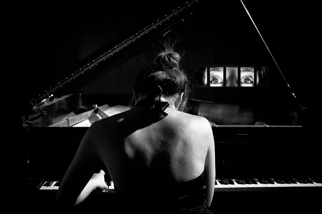 Alfred Grupstra - woman playing piano