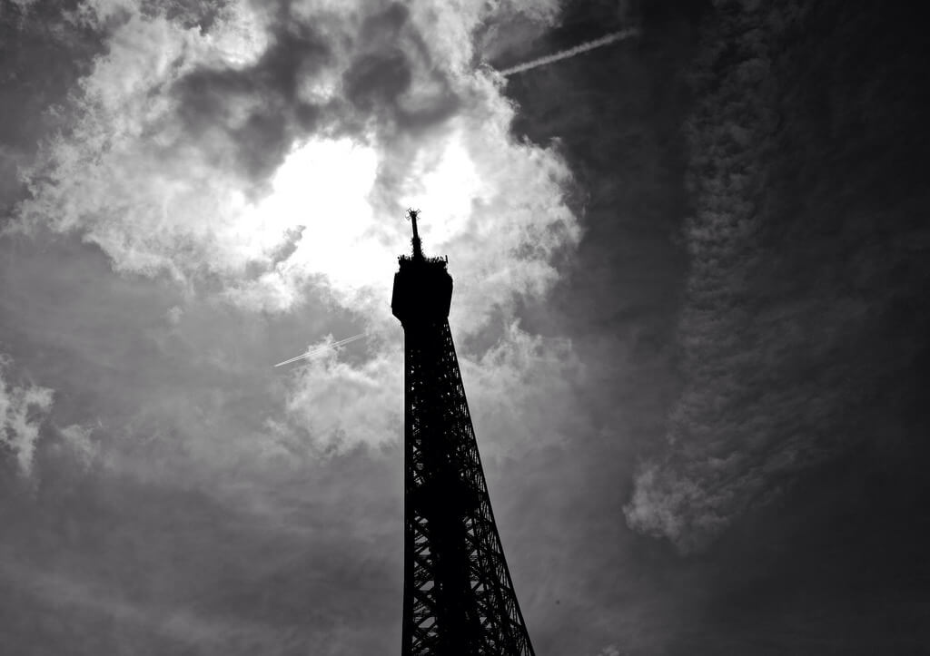 Jonathan Gross - Eiffel Tower Sky Streaks