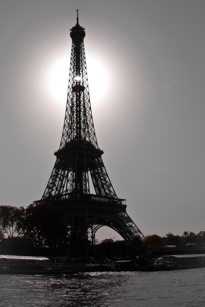 Tony Gravé - eiffel tower silhouette