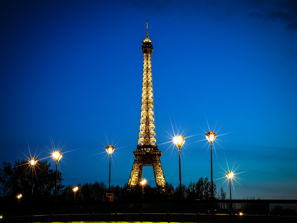 ✓ Елена Пејчинова - eiffel tower blue hour
