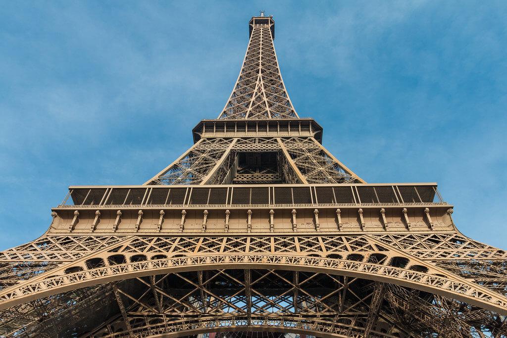 ilirjan rrumbullaku - Eiffel Tower