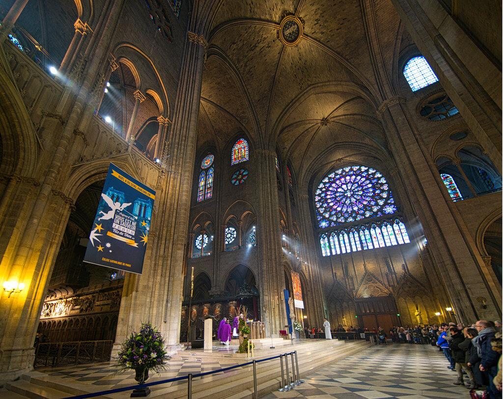 Jorge Láscar - The 37m nave of the Cathédrale Notre-Dame de Paris