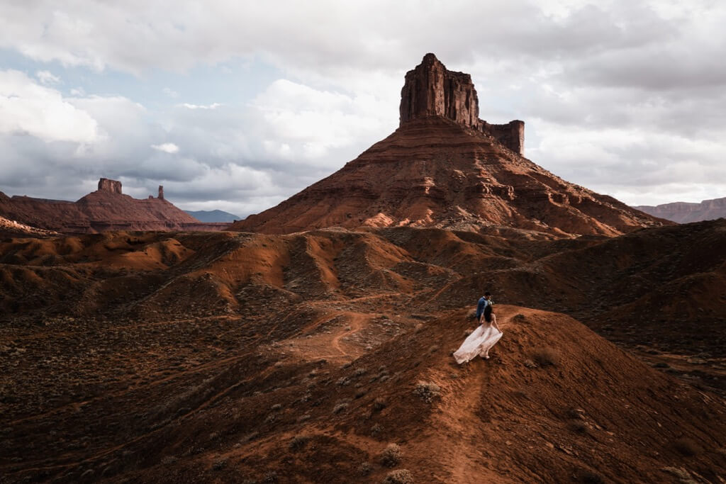 Hearnes Elopement Photography - moab utah galia lahav desert wedding