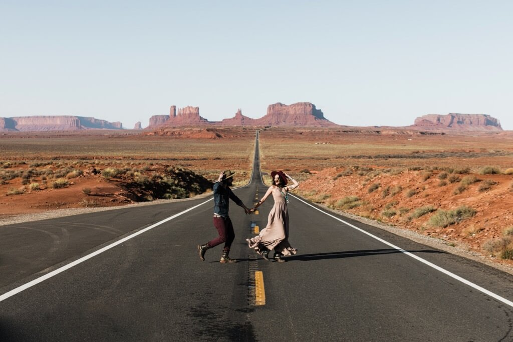 Hearnes Elopement Photography - monument valley utah desert