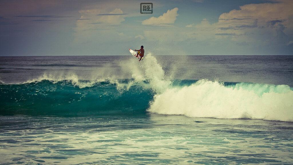 Dezign Horizon - surfer jump