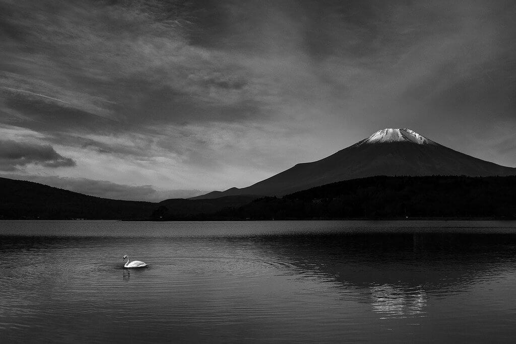 swapnil deshpande - Mount Fuji black and white