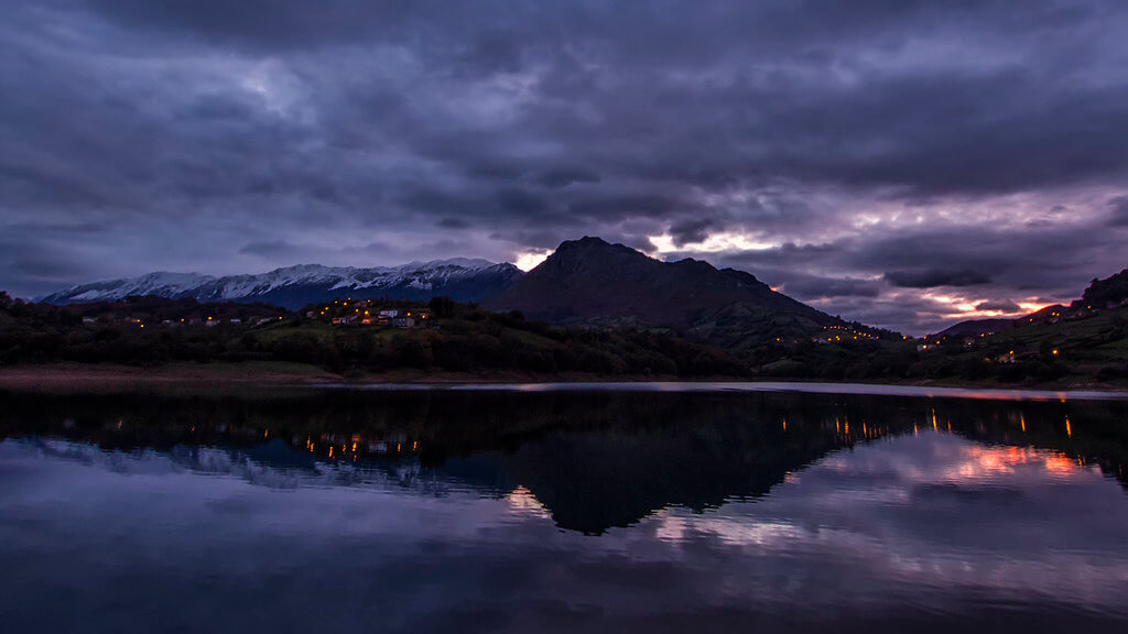 Alejandro Garcia Bernardo - mountain reflection