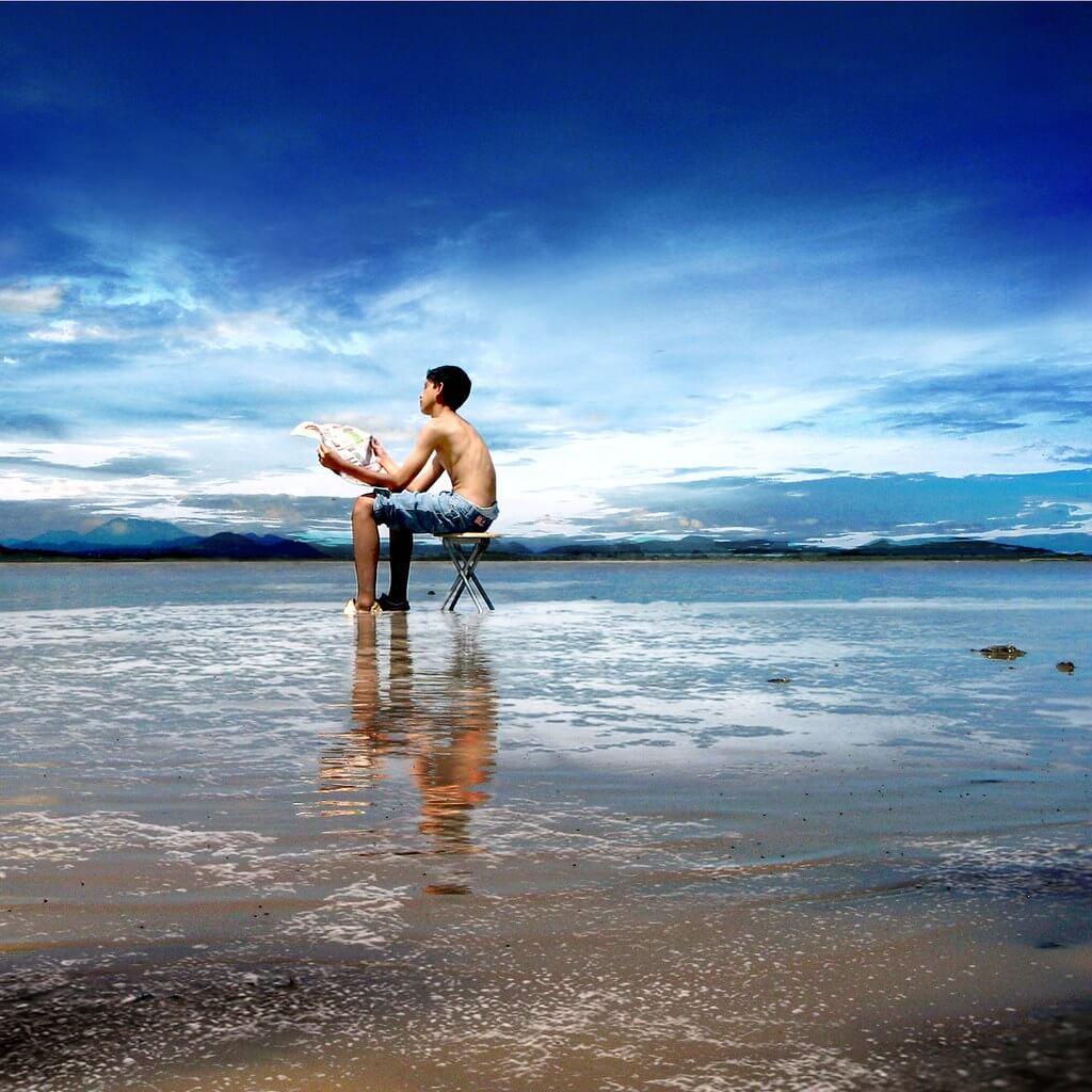 Saul Landell - boy sitting on beach