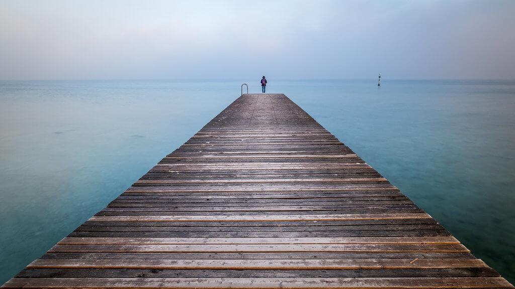 Giuseppe Milo - Girl on Garda lake - Sirmione, Italy