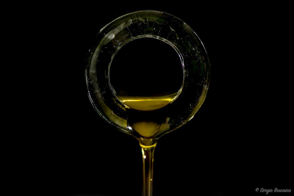 Sergio Boscaino - pouring oil