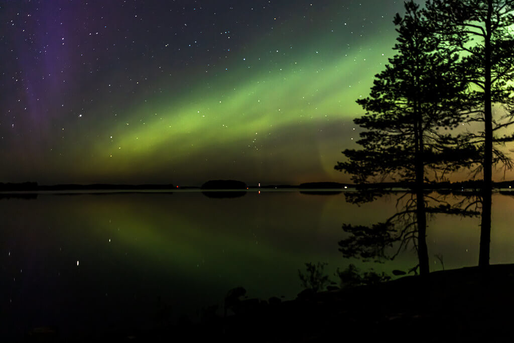Visit Lakeland - Northern lights over lake Kallavesi in Finland