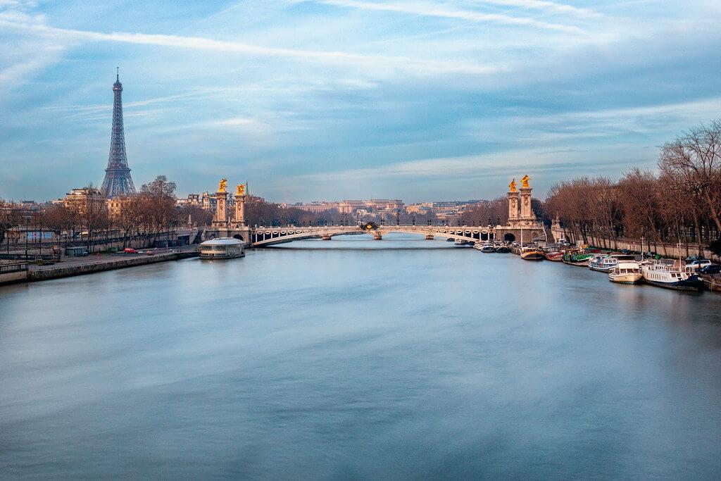 ilirjan rrumbullaku - Overlooking the Seine