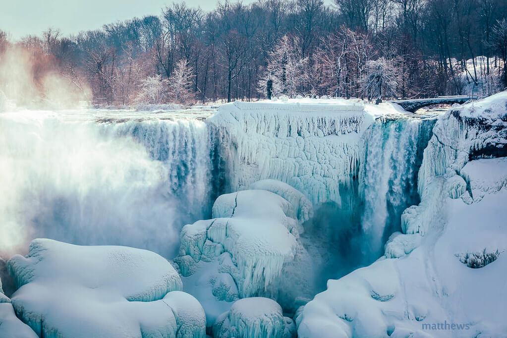 les matthews - frozen waterfall