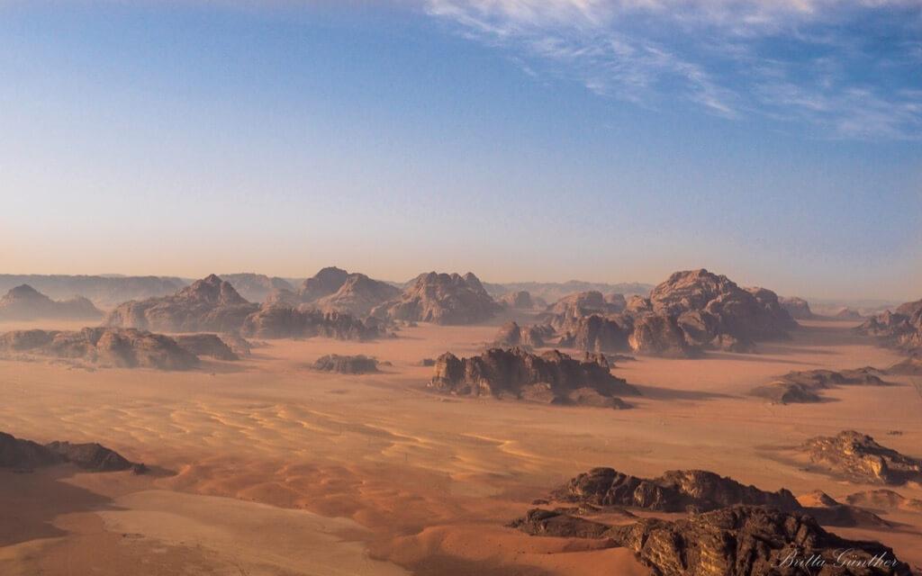 Britta Günther - Paseo en globo sobre Wadi Rum / Jordania. Ejemplo Fotografía aérea