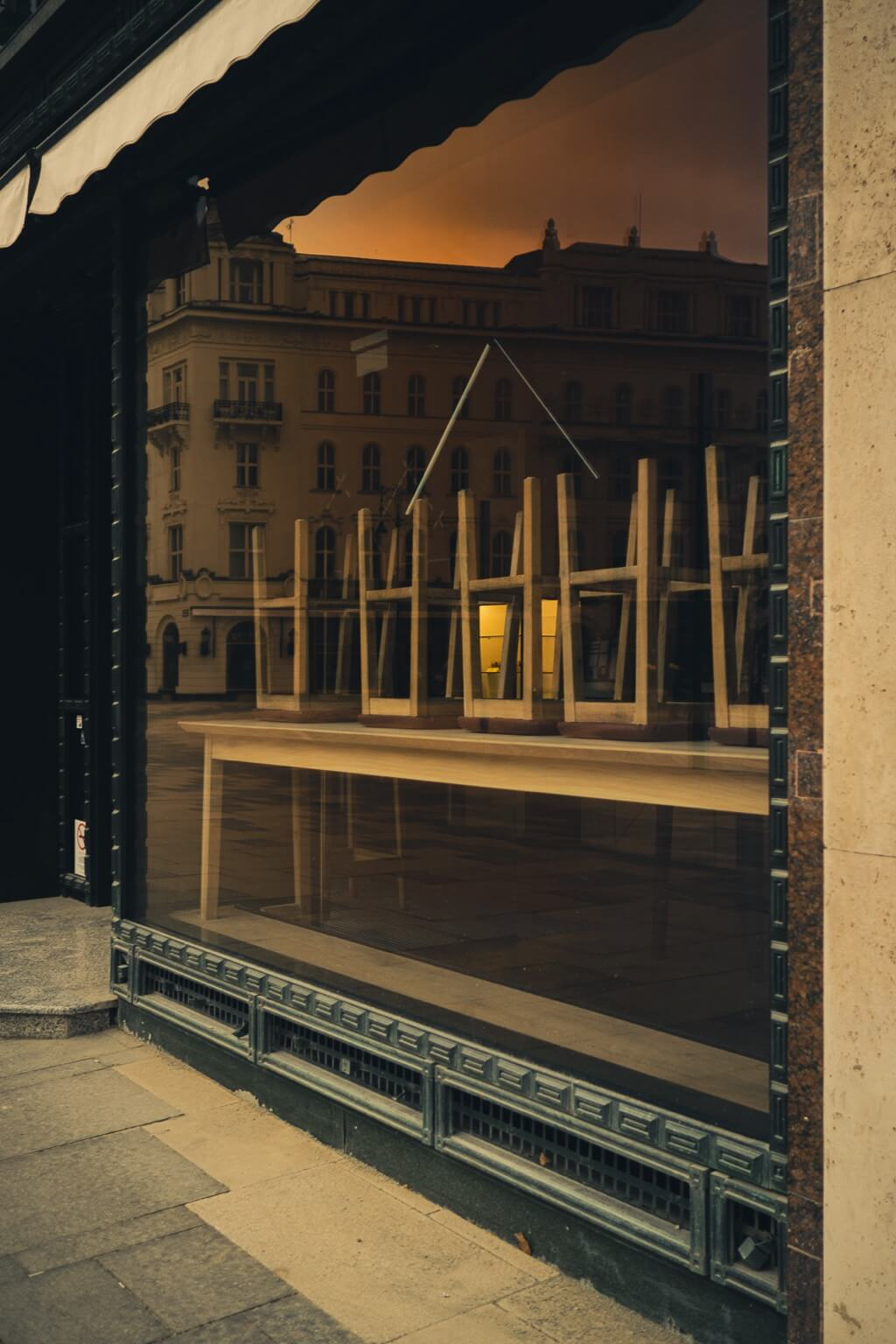 Horváth Dániel - Budapest empty cafe