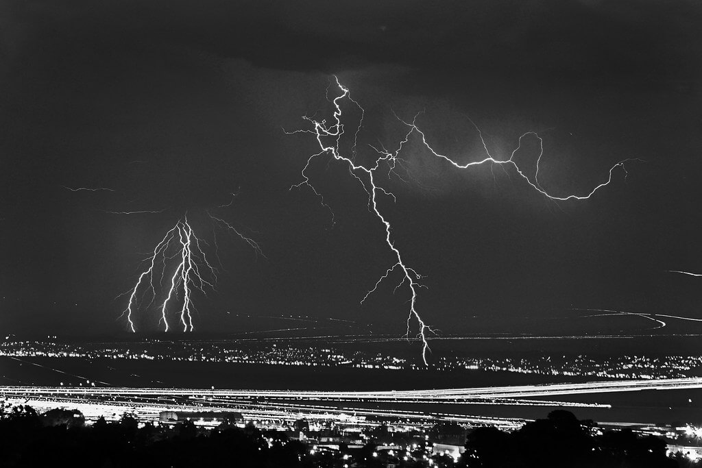 Tom Vela Chasing Light Photography - Lightning over SFO