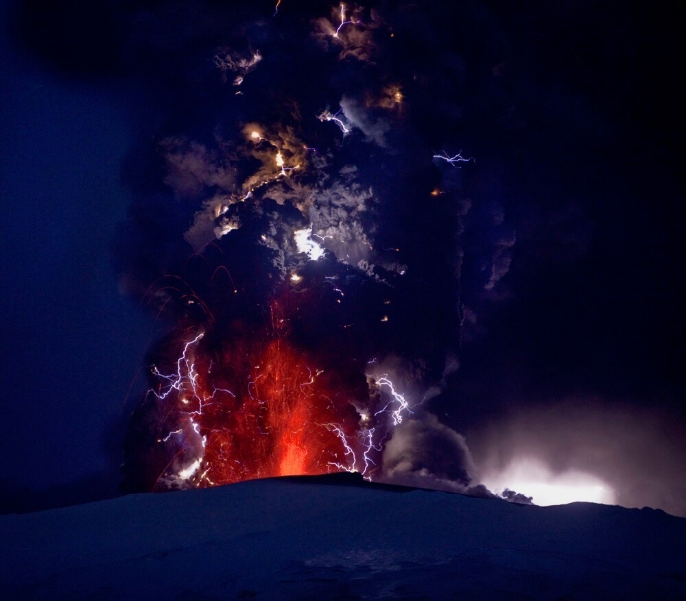 Ragnar Th Sigurdsson/Arctic-Images - Lightning and lava fountains in the ash cloud during the Eyjafjallajökull Volcanic Eruption, Iceland, April 18, 2010
