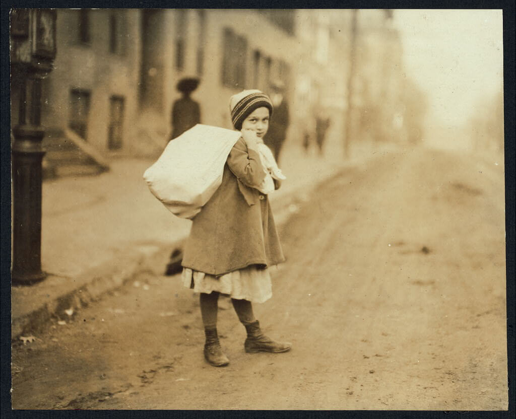 Lewis Wickes Hine - girl carrying large sack