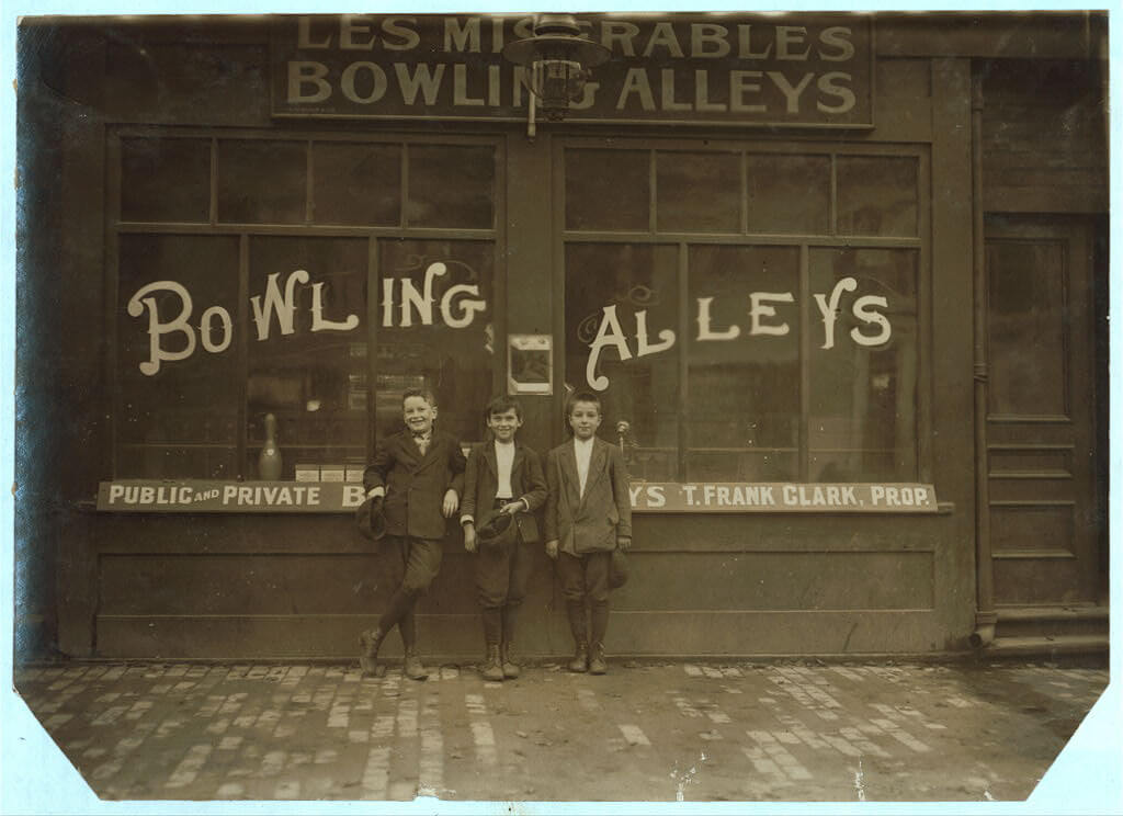 Lewis Wickes Hine - pin boys at Les Miserables bowling alley
