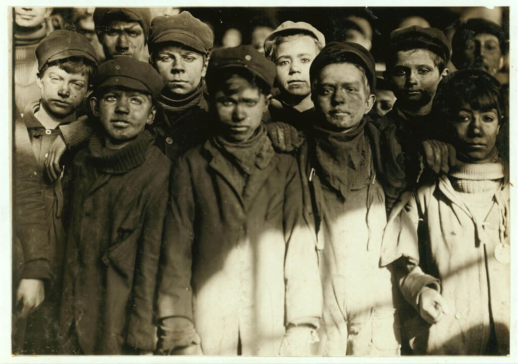 Lewis Wickes Hine - group of breaker boys
